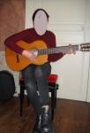 Première prise en main spontanée de la guitare par une élève débutante
